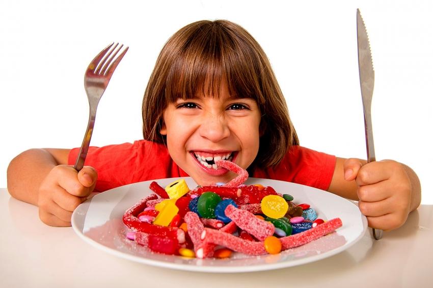 Crianças que consomem muito açúcar são mais violentas, diz estudo
